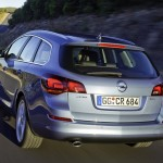 Opel-Astra_Sports_Tourer_2011_2