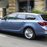 Opel-Astra_Sports_Tourer_2011-23