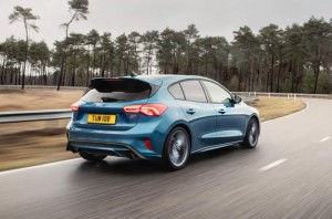 Ford-Focus-ST-2019-2