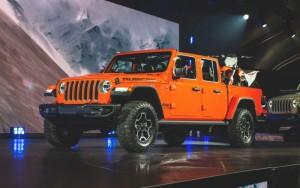 2020-Jeep-Gladiator-Pickup-1
