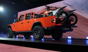 2020-Jeep-Gladiator-Pickup-3